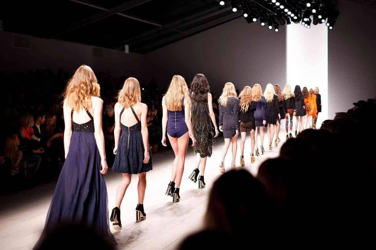 Designerin Sarah Burton: feminine und extravagante Luxusmode