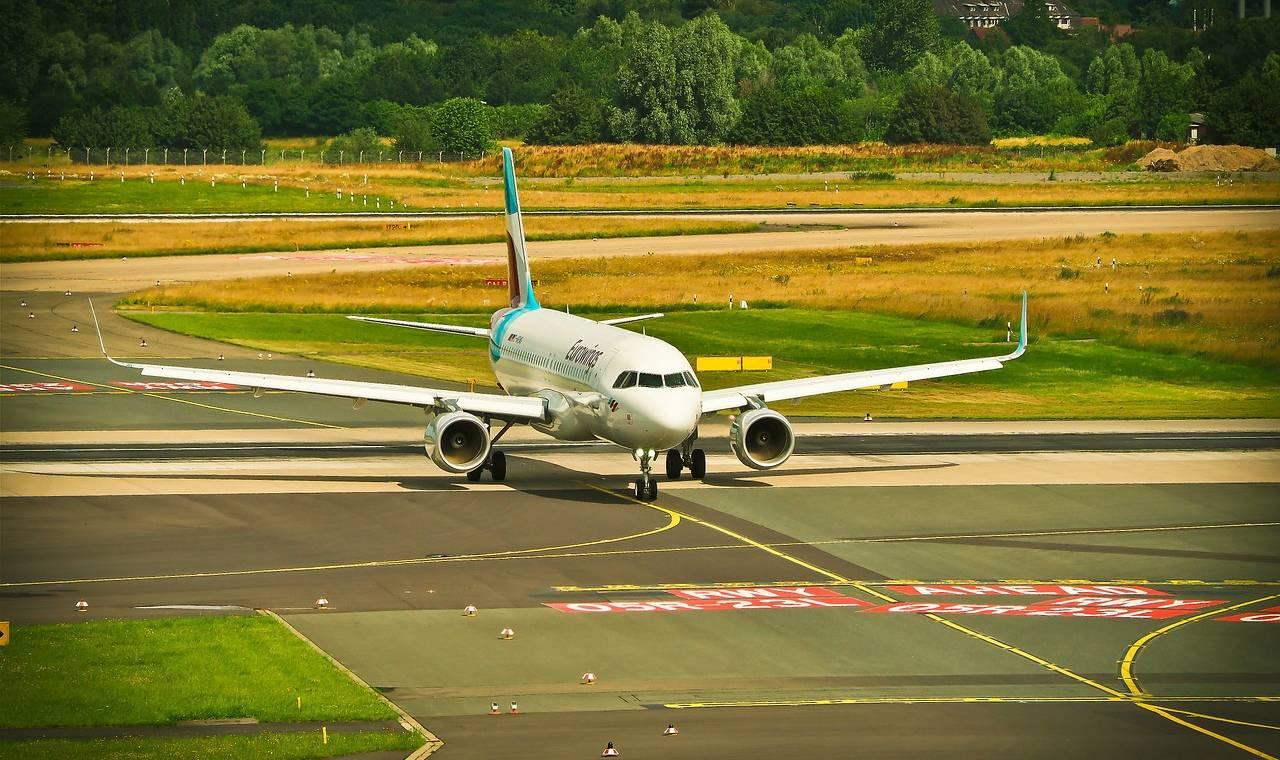 Flughafen Düsseldorf: Ankunft und Abflug