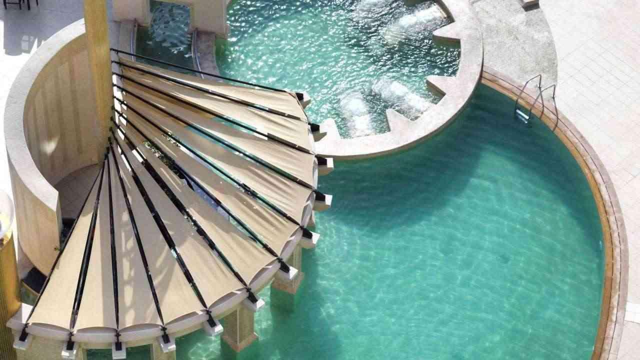 raffles dubai schwimmbad