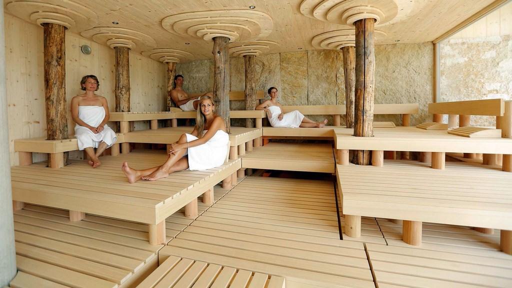 maxwell resort sauna